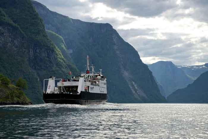 Ferry Havens in Noorwegen Overzicht Foto Øyvind Heen