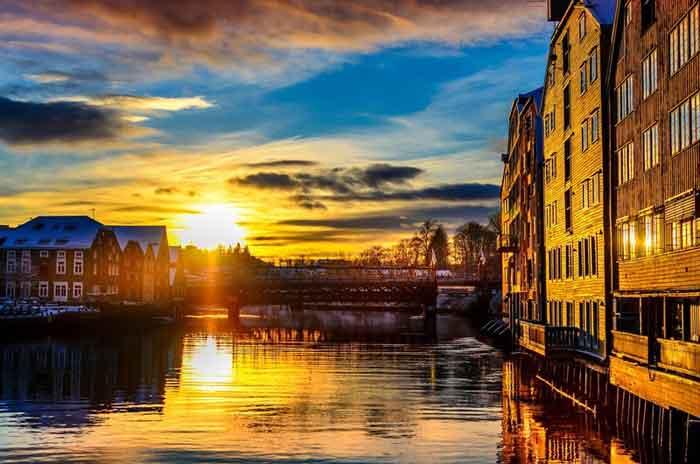 Trondheim Reisgids Noorwegen Zonsondergang